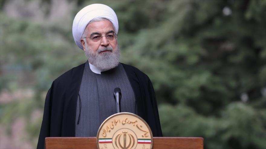 Hasan Rohani, presidente de Irán, habla tras una reunión con su gabinete en Teherán, la capital, 18 de marzo de 2020. (Foto: President.ir)