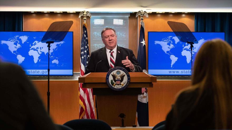 El secretario de Estado de EE.UU., Mike Pompeo, en una conferencia de prensa en Washington, 17 de marzo de 2020. (Foto: AFP)