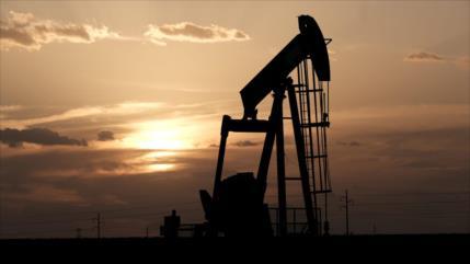 Cae precio del petróleo al nivel más bajo desde 2002 por COVID-19