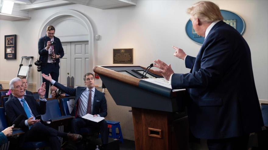 Así humilla Trump a reportero de NBC por pregunta sobre COVID-19 | HISPANTV