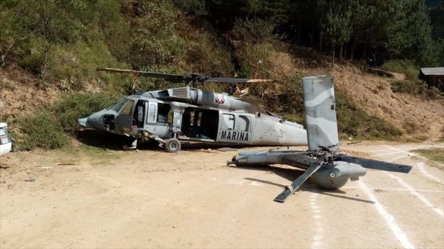 Los restos del helicóptero Black Hawk de la Marina de México accidentado en el estado de Veracruz, 21 de marzo de 2020.
