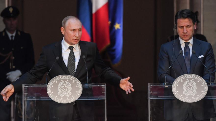 El presidente ruso, Vladimir Putin (izq.), y el premier italiano, Giuseppe Conte, ofrecen una rueda de prensa, Roma, 4 de julio de 2019. (Foto: AFP)