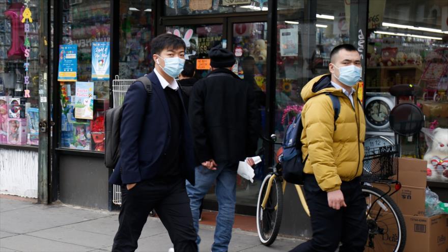 Personas usan máscaras ante la propagación del coronavirus en EE.UU., 19 de marzo de 2020. (Foto: AFP)