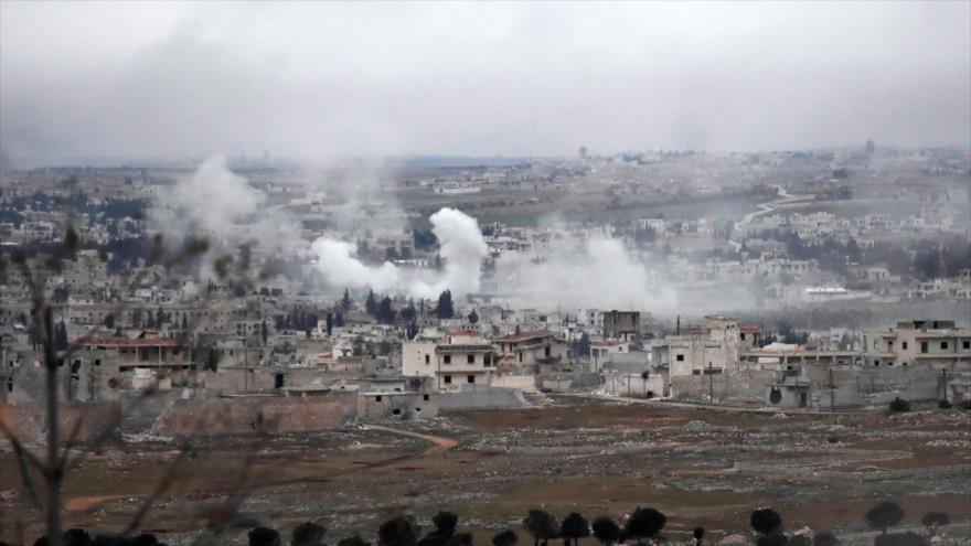 Humareda surgida en los puestos terroristas atacados por el Ejército sirio, 11 de febrero de 2020. (Foto: AFP)