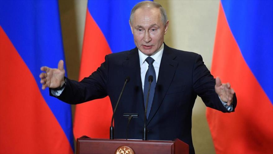 El presidente ruso, Vladimir Putin, ofrece un discurso en la ciudad de Crimea de Sebastopol, 18 de marzo de 2020. (Foto: Reuters)