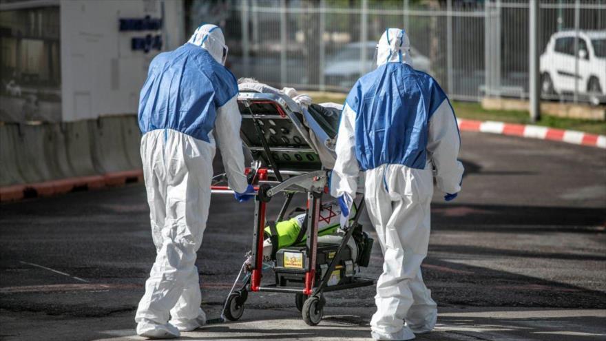 Un paciente es trasladado al Hospital de Ichilov, Tel Aviv, 19 de marzo de 2020.