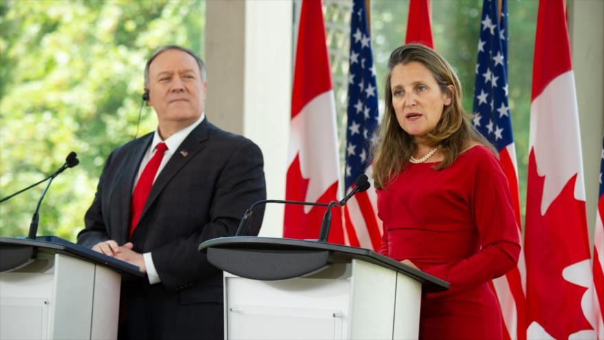 El secretario de Estado de EE.UU., Mike Pompeo, y viceprimera ministra de Canadá, Chrystia Freeland, 22 de agosto de 2019, en Ottawa. (Foto: AFP)