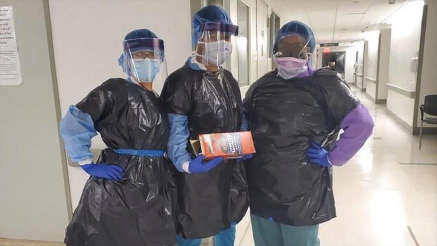 Muere enfermero en EEUU, obligado a protegerse con bolsa de basura | HISPANTV
