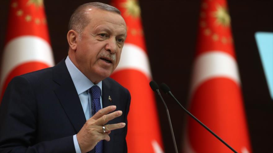 El presidente turco, Recep Tayyip Erdogan, habla en una rueda de prensa sobre el coronavirus, Ankara, 18 de marzo de 2020. (Foto: AFP)