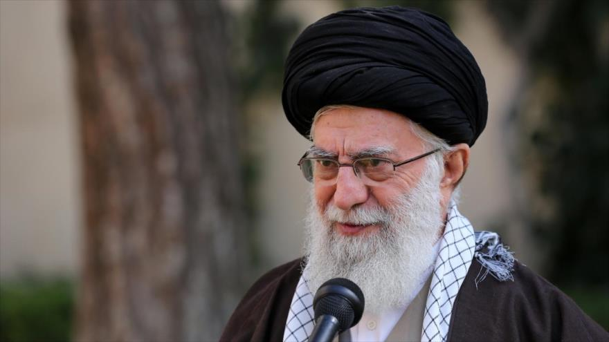 El Líder de la Revolución Islámica de Irán, el ayatolá Seyed Ali Jamenei, se dirige a la nación, Teherán, 3 de marzo de 2020. (Foto: AFP)