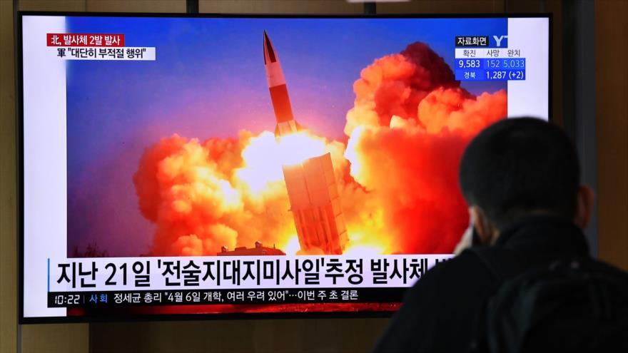 Imágenes de una prueba de misiles de Corea del Norte, 29 de marzo de 2020. (Foto: AFP)