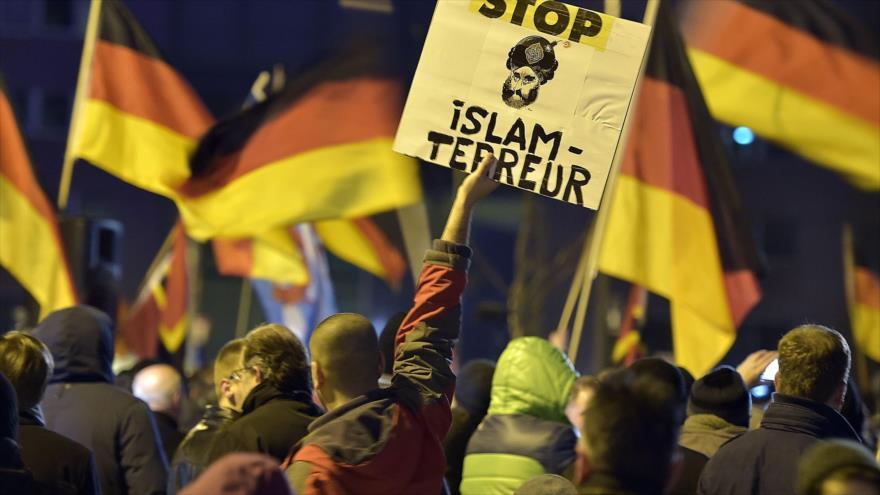 Manifestantes piden cese de la islamofobia en una protesta en Alemania. (Foto: AP)