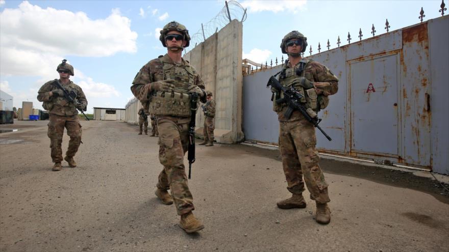 Soldados estadounidenses en una base aérea en la provincia de Kirkuk en el norte de Irak, 29 de marzo de 2020. (Foto: AFP)