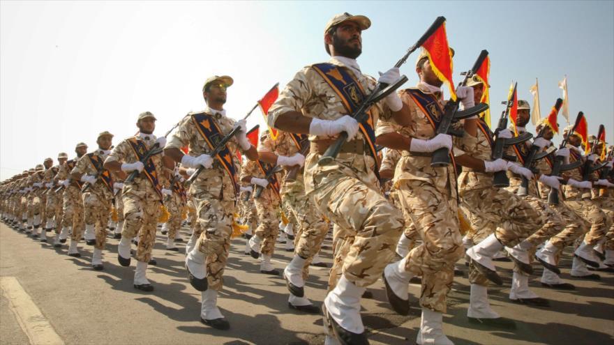 Las fuerzas del Cuerpo de Guardianes de la Revolución Islámica (CGRI) de Irán durante un desfile militar.