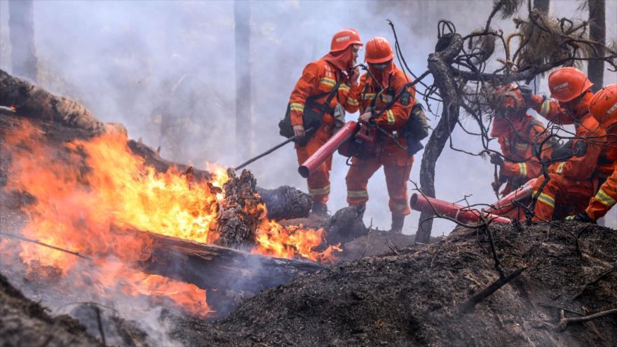 Enorme incendio forestal mata a 19 personas en China
