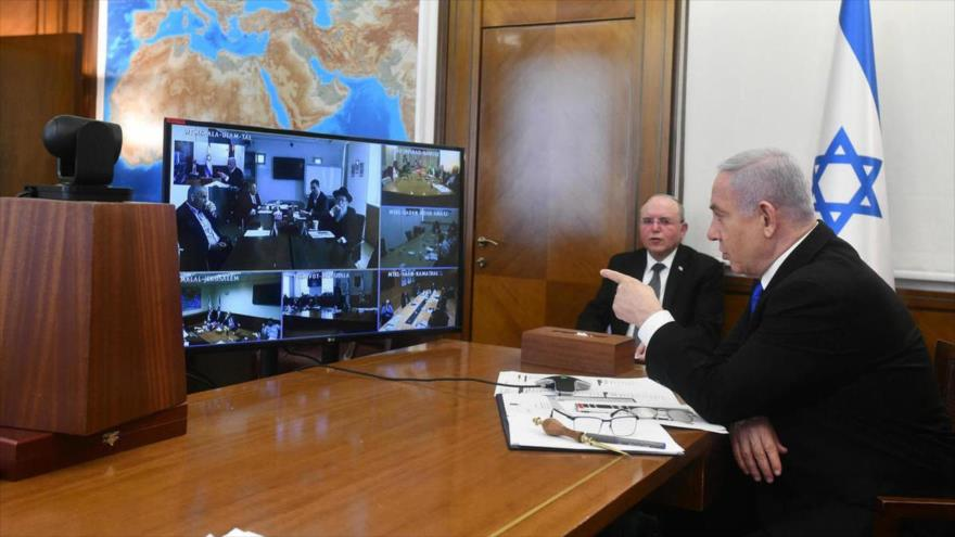 El primer ministro de Israel, Benjamín Netanyahu, en una reunión a través de videoconferencia con su gabinete, 29 de marzo de 2020.