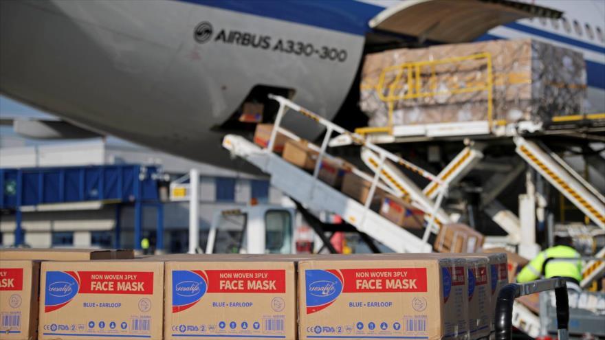 Cajas de mascarillas chinas destinadas a Europa en un aeropuerto. 21 de marzo de 2020.