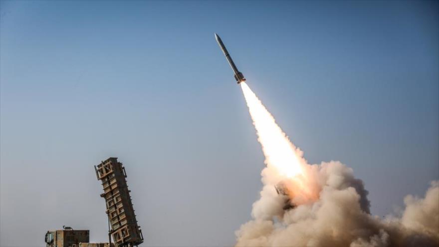 Un misil lanzado durante las maniobras 'Defensores del Cielo de Velayat 98' en el centro de Irán, noviembre de 2019. (Foto: Defa Press)
