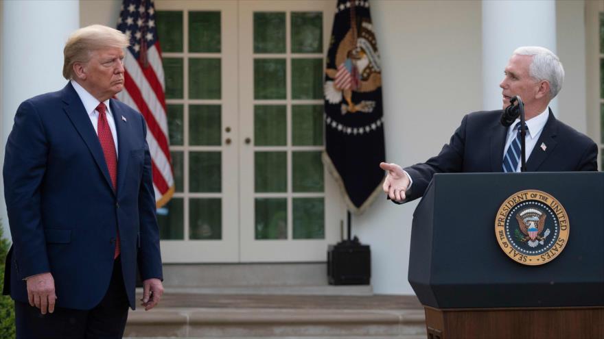 El vicepresidente de EE.UU., Mike Pence (dcha.), y el presidente Donald Trump en una rueda de prensa en la Casa Blanca, 29 de marzo de 2020. (Foto: AFP)