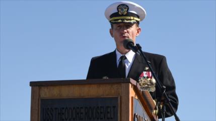 EEUU retira de su cargo al capitán que pedía ayuda ante COVID-19
