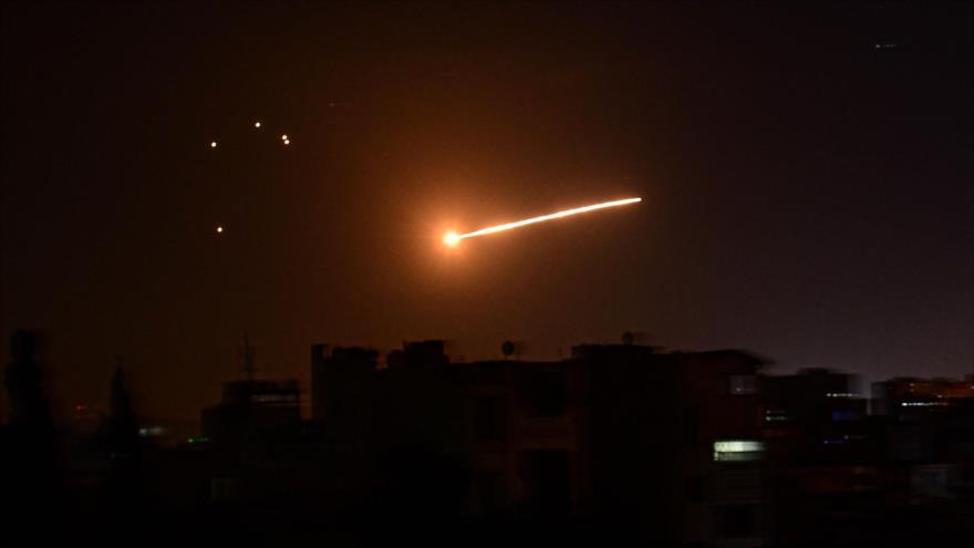 Un misil israelí lanzado desde los territorios ocupados palestinos, 24 de febrero de 2020. (Foto: AFP)
