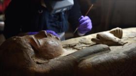 Descubren figuras de 3000 años en sarcófago de una momia egipcia