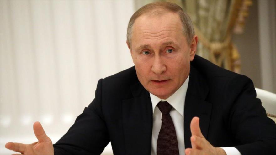 Putin anuncia que Rusia recortará la producción de petróleo