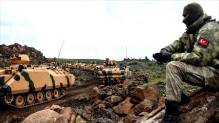 Turquía refuerza a sus tropas en Idlib con tanques y armas pesadas