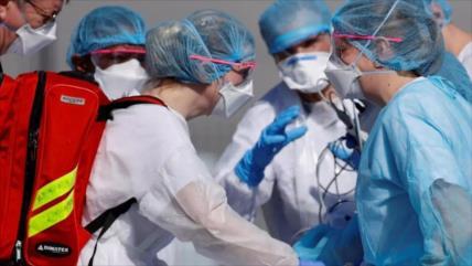 Enfermera francesa: El Gobierno nos envía DESNUDOS contra Covid-19