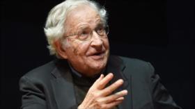 Noam Chomsky: Crisis del COVID-19 se agravó por traición de EEUU
