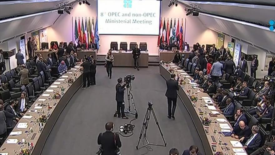 Cumbre de OPEP se aplaza por disputas entre Rusia y Arabia Saudí