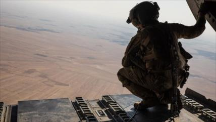 Vídeo: Avión de EEUU descarga armamentos en zona petrolera siria
