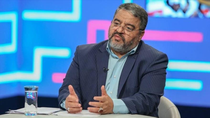 El jefe de la Organización de Defensa Pasiva de Irán, Qolam Reza Yalali, habla en una entrevista con la agencia Tasnim, 5 de abril de 2020. (Foto: Tasnim)