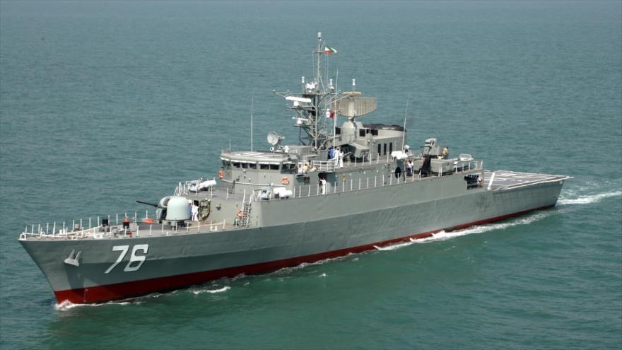 Un destructor iraní, de fabricación nacional, en una maniobra en las aguas del Golfo Pérsico.