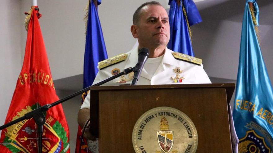 El Comandante Estratégico Operacional de la Fuerza Armada Nacional Bolivariana (CEOFANB) de Vemezieña, el almirante en jefe Remigio Ceballos.