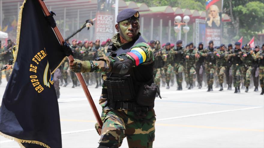 Desfile de militares venezolanos.
