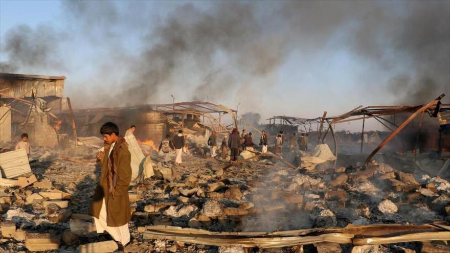 Un mercado destruido por un ataque de aviones saudíes en Saada, Yemen, 6 de enero de 2018.