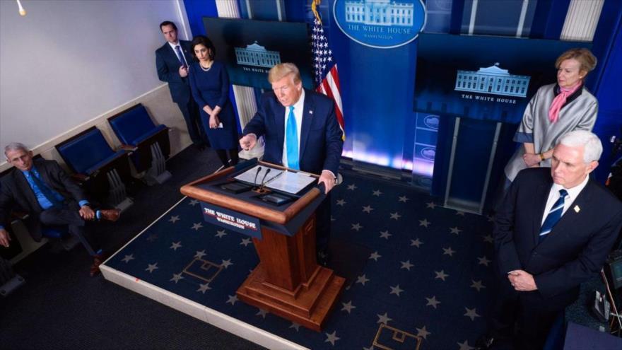 El presidente de EE.UU., Donald Trump, en una sesión informativa diaria sobre el coronavirus en la Casa Blanca, 8 de abril de 2020. (Foto: AFP)