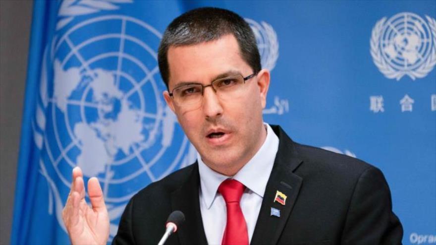 El canciller venezolano, Jorge Arreaza, habla en una conferencia de prensa en la sede la ONU, Nueva York, EE.UU., 25 de abril de 2019. (Foto: AFP)
