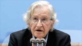 Chomsky critica a Trump por seguir con las sanciones contra Irán