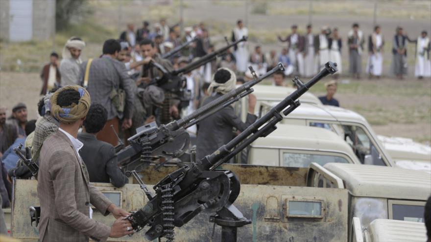 Combatientes del movimiento popular yemení Ansarolá.