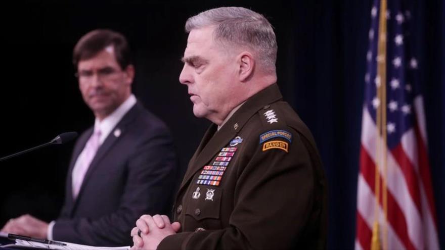 El jefe del Estado Mayor Conjunto de EE.UU., Mark Milley (dcha.), en una rueda de prensa celebrada en el Pentágono, 14 de abril de 2020. (Foto: Reuters)