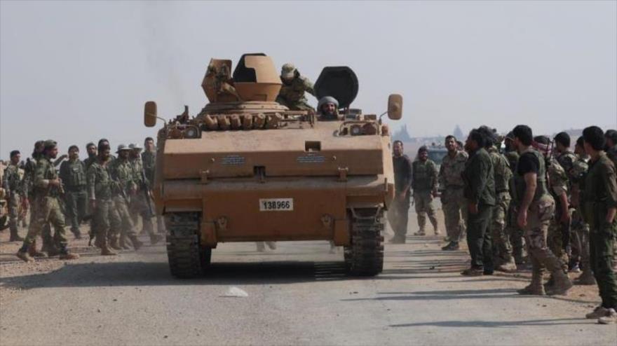 Terroristas apoyados por Turquía cerca de la ciudad fronteriza de Tal Abyad, en Al-Raqa (norte de Siria), 24 de octubre de 2019. (Foto: Reuters)