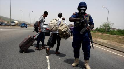 Policía nigeriana mata a 18 personas mientras imponía cuarentena