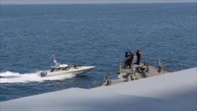 Vídeo: Gesto de advertencia del militar iraní ante buques de EEUU