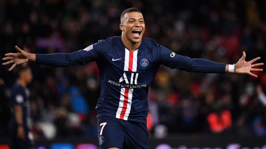 Kylian Mbappé, el delantero francés de Paris Saint-Germain, celebra un gol durante el partido con Dijon, 29 de febrero de 2020. (Foto: AFP)