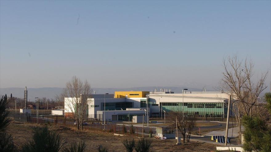 El Centro de Salud Pública de Georgia y EE.UU. Richard Lugar Center, ubicado cerca de la capital georgiana, Tiflis, a solo 17 km de la base aérea militar estadounidense Vaziani.
