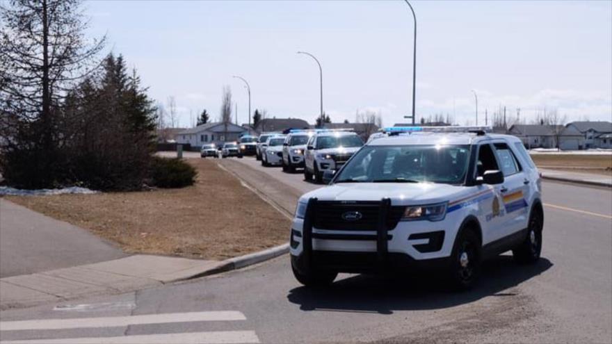 """Sujeto disfrazado de policía deja """"múltiples víctimas"""" en Canadá"""