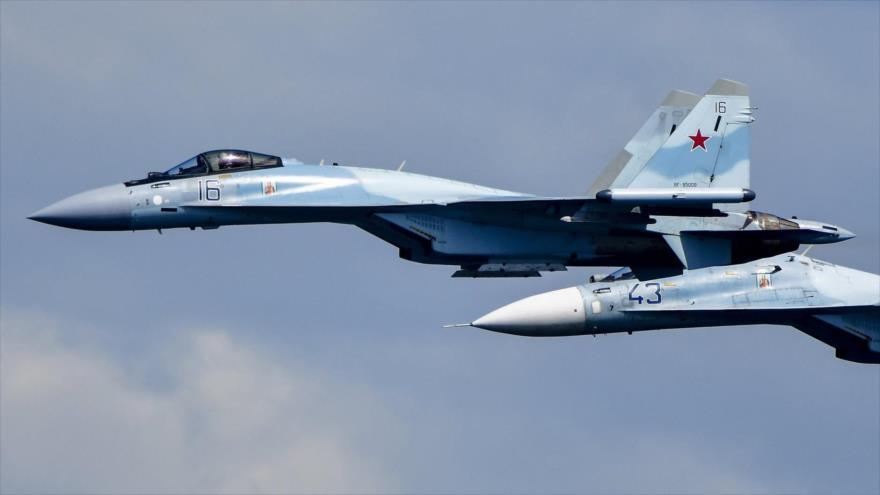 Un caza ruso Su-35 intercepta un avión P-8 Poseidon de la Marina de EE.UU. cuando se dirigía hacia Hmeimim, 15 de abril de 2020.
