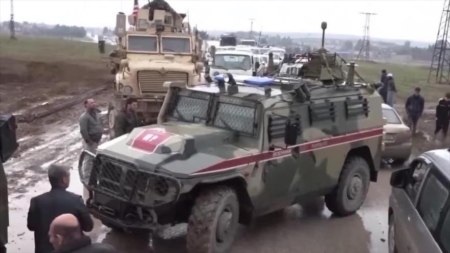 Tropas de EE.UU. impiden que un convoy militar de Rusia en Siria pase el cruce de Smelka, en la frontera con Irak, 24 de enero de 2020.